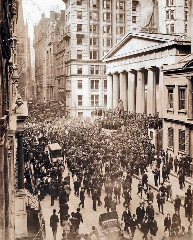 A crowd forms in front of Federal Hall, Wall Street, during the Panic of 1907.