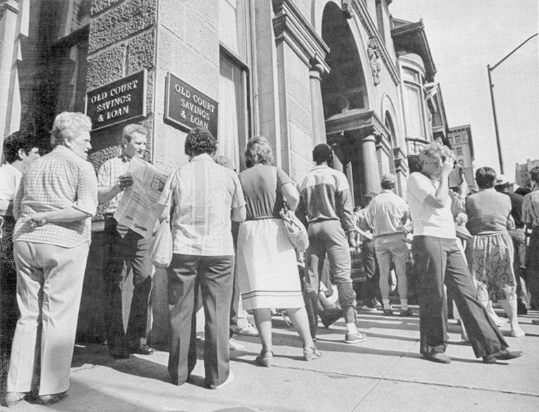 "Depositors line up to withdraw money from a Baltimore bank following the court order that limited depositors"" cash withdrawals until a purchaser was found for the troubled savings and loan."